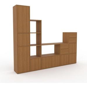 Wohnwand Eiche - Individuelle Designer-Regalwand: Schubladen in Eiche & Türen in Eiche - Hochwertige Materialien - 231 x 195 x 35 cm, Konfigurator