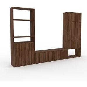 Wohnwand Nussbaum - Individuelle Designer-Regalwand: Türen in Nussbaum - Hochwertige Materialien - 306 x 195 x 35 cm, Konfigurator