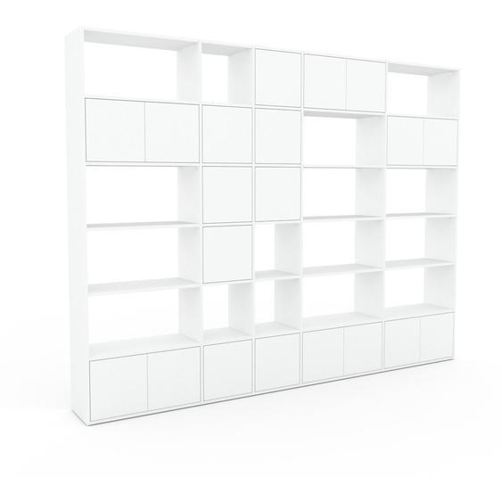 Wohnwand Weiß - Individuelle Designer-Regalwand: Türen in Weiß - Hochwertige Materialien - 303 x 233 x 35 cm, Konfigurator